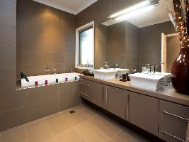 Bathroom 3-99.jpg