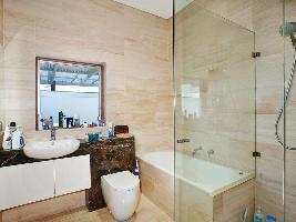 Bathroom 3-992.jpg