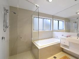 Bathroom 3-993.jpg