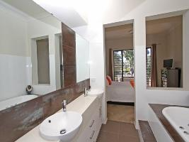 Bathroom 3-997.jpg