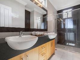 Bathroom 3-998.jpg