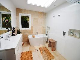 Bathroom 3-999.jpg