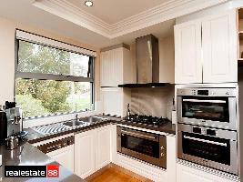 Kitchen 3-990.jpg