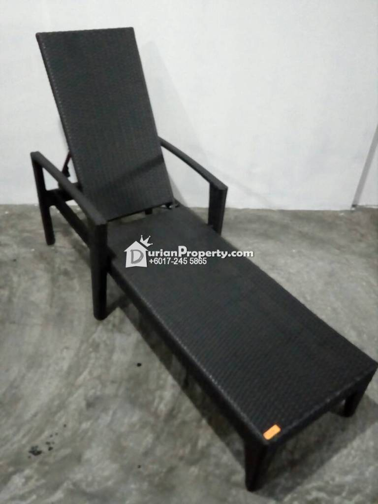 wicker rattan deck lounger For Sale