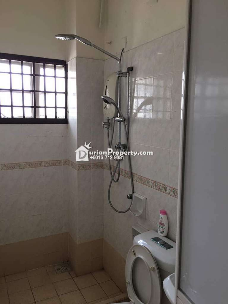 Terrace House For Rent at bukit indah, Bukit Indah