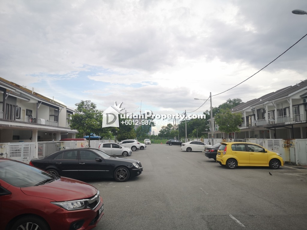 Townhouse For Sale at The Lake Residence, Puchong