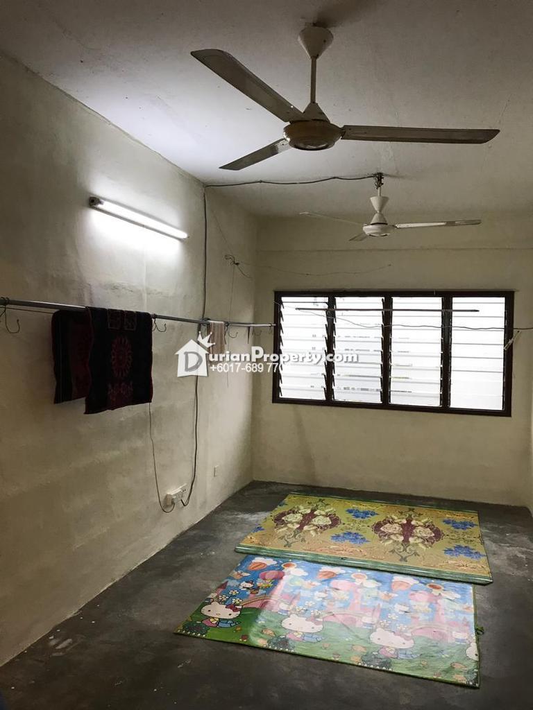 Shop Apartment For Rent at Taman Subang Perdana, Subang