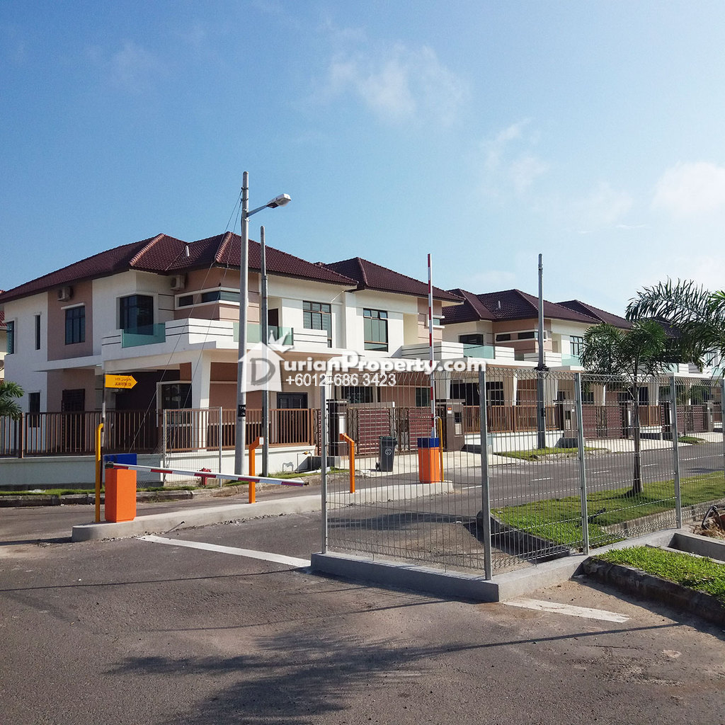 Semi D For Sale at Pusat Bandar Putra Permai, Seri Kembangan
