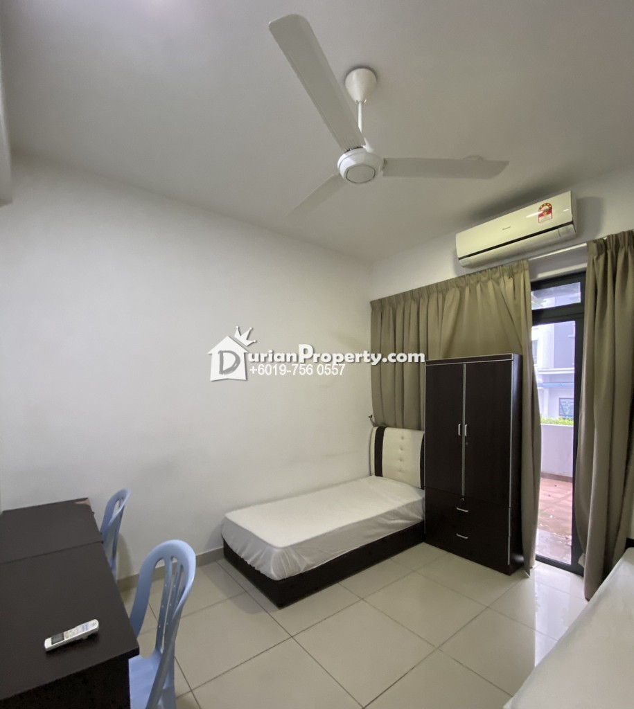 Looking for Roommate at Paramount Utropolis
