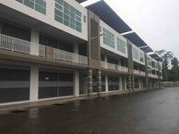 Property for Auction at 1 Avenue Commercial Centre