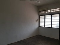 Terrace House For Sale at Island Glades, Green Lane
