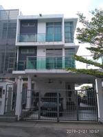 Property for Auction at Vila Laman Cahaya